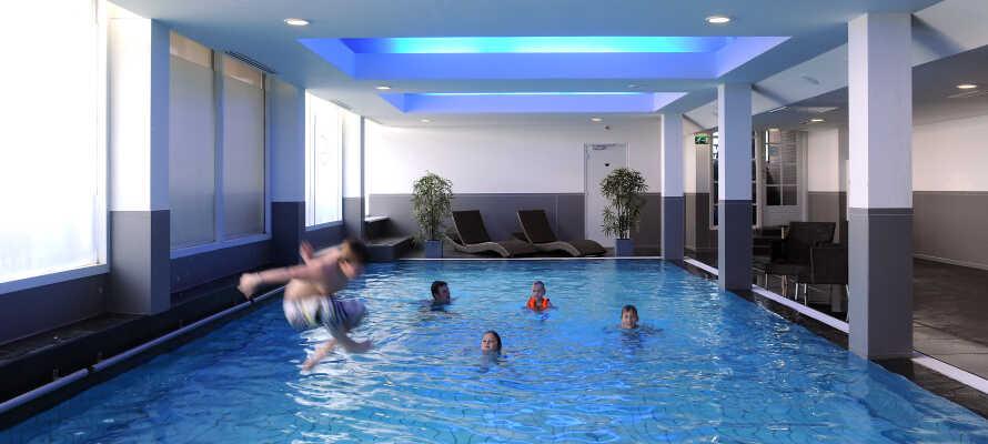 I har fri adgang til hotellets opvarmede indendørs swimmingpool - tilgængelig hele året!