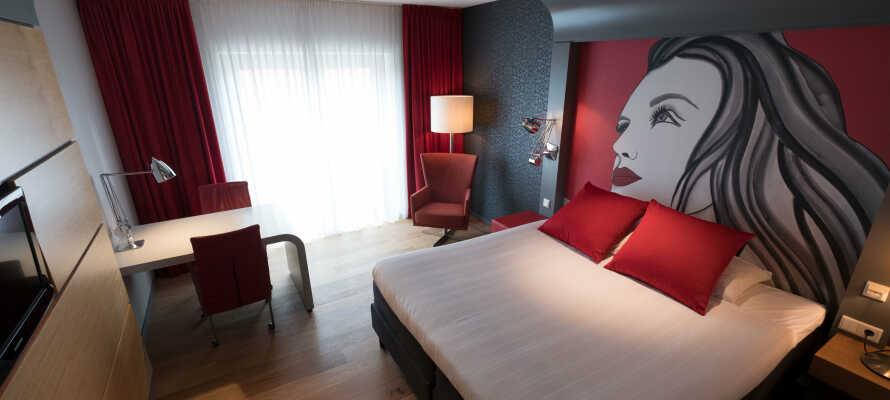 Die modernen Zimmer bieten alle eine Klimaanlage und ein eigenes Bad, ein Flachbild-TV und einen Schreibtisch.