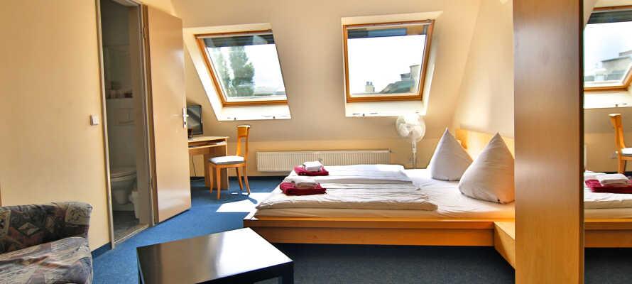 Här bor ni på trevliga och komfortabla rum där ni sover gott under er vistelse