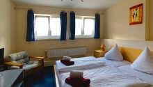 I kan vælge mellem enkeltværelser og dobbeltværelser.