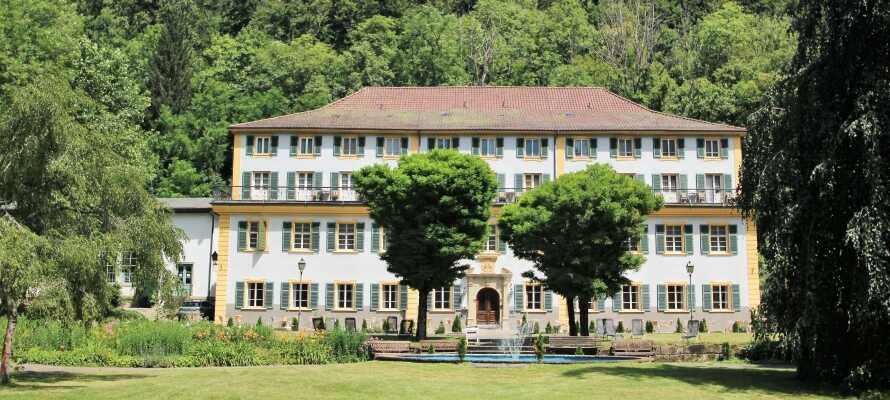 Der er lagt op til en dejlig herregårdsferie i grønne omgivelser nær Schwarzwald.