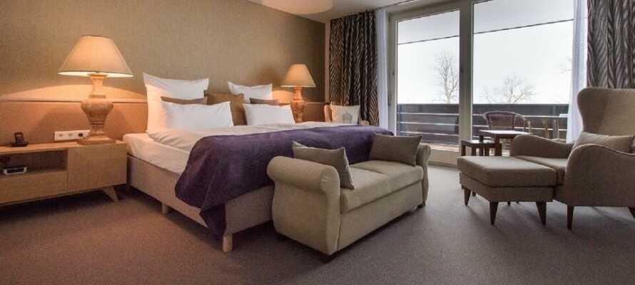 Här inkvarteras ni i moderna och trevliga rum som bjuder på en bekväm bas.