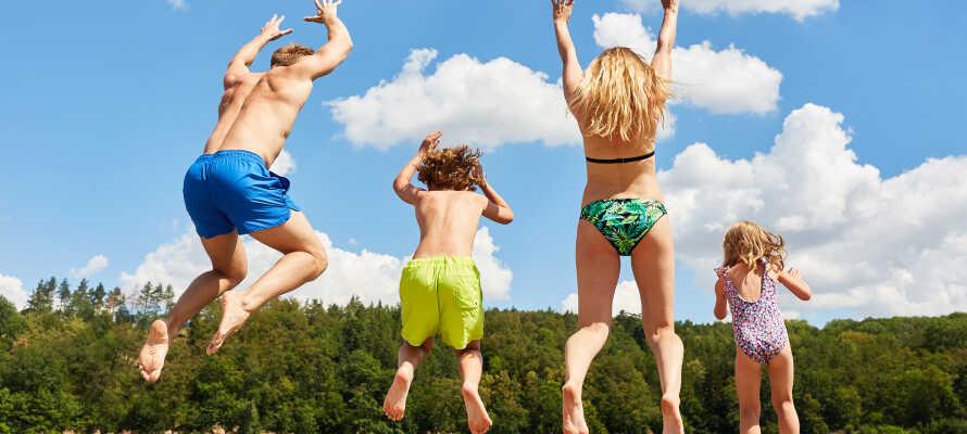 Tag med hela familjen på semester och ta del av barnrabatter.