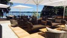 Entspannen Sie auf der Terrasse und genießen Sie die Aussicht und das gute Wetter.