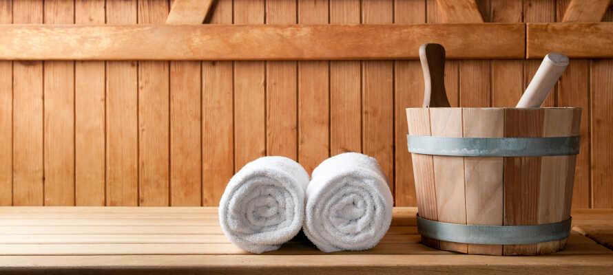Nyd en tur i saunaen efter en lang dag i den dejlige natur.
