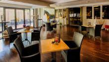 Hotellets restaurant byder på dejlig mad i hyggelige rammer.