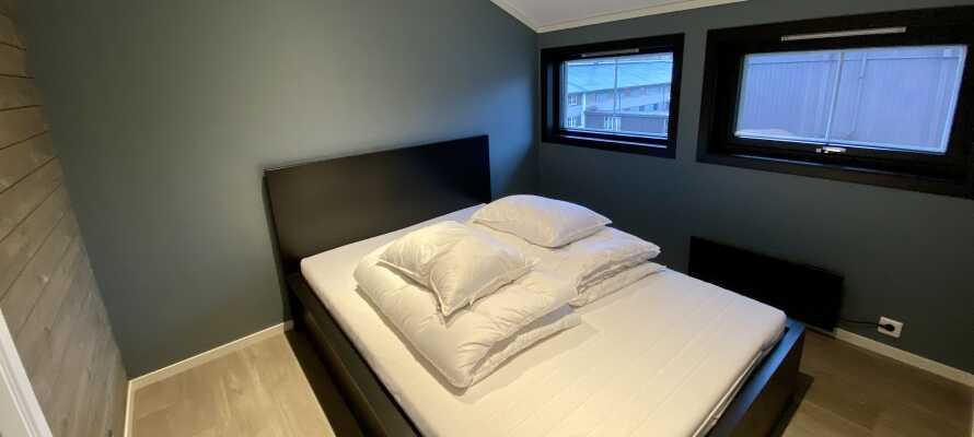 Komfortable dobbeltenge og køjesenger så hele familien kan få en god nats søvn.
