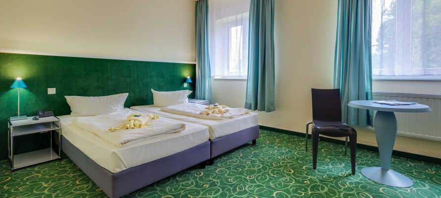 I bor på hyggelige og komfortabelt indrettede værelser, som alle tilbyder god plads under opholdet.