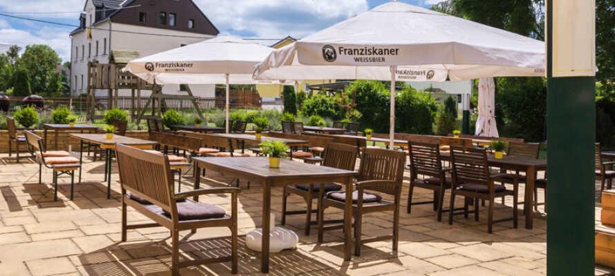 Nyd den friske luft og de rolige omgivelser på hotellets store terrasse.