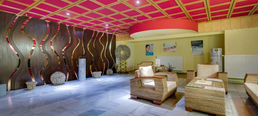 Det 500m2 store wellnessområde byder på sauna og massage- og skønhedsbehandlinger.