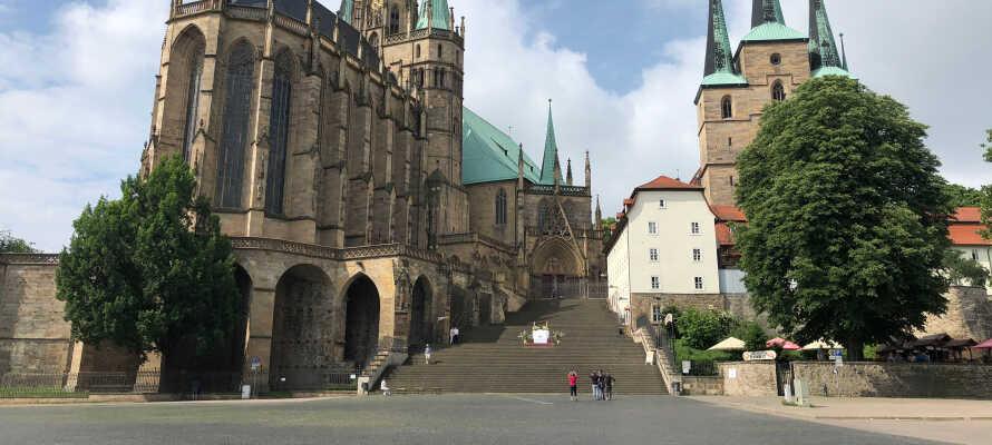 Gör en utflykt till Erfurt och utforska huvudstaden i den tyska delstaten Thüringen där ni inte får missa ett besök till katedralen och gamla stan