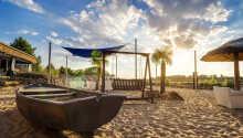 Hotellet råder over sin egen lækre sandstrand, som præges af smukke palmetræer.