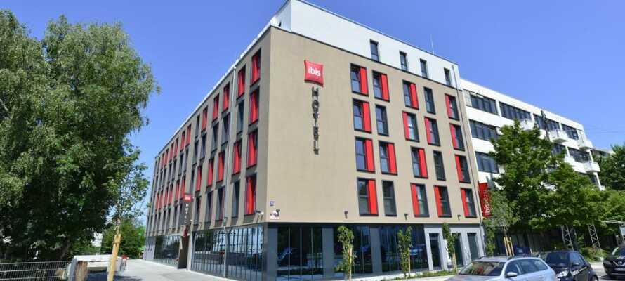 Das Hotel liegt in der Nähe des Stadtzentrums und ist gut an öffentliche Verkehrsmittel angebunden.