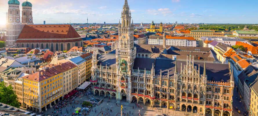 Tag på alletiders sightseeing i München - det er oplagt at starte udforskningen ved Marienplatz.