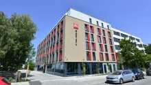 Ibis München City Ost tilbyr en rolig og behagelig base litt utenfor byens sentrum.