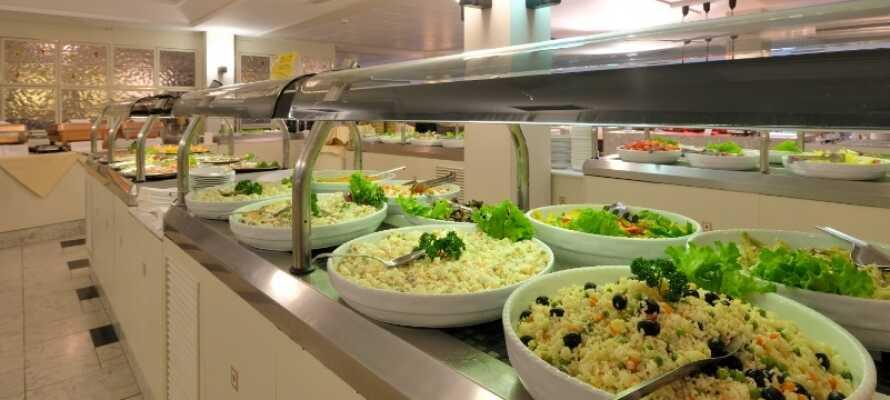 Den fräscha och luftiga bufférestaurangen Cipriani erbjuder stor valfrihet beträffande rätterna.
