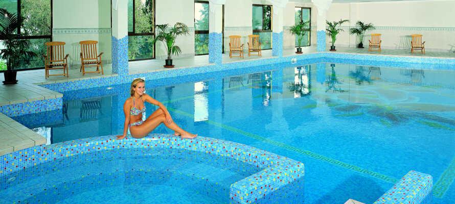 Hotellets indendørs pool, så I stadig kan svømme en tur, selvom det skulle blive dårligt vejr.
