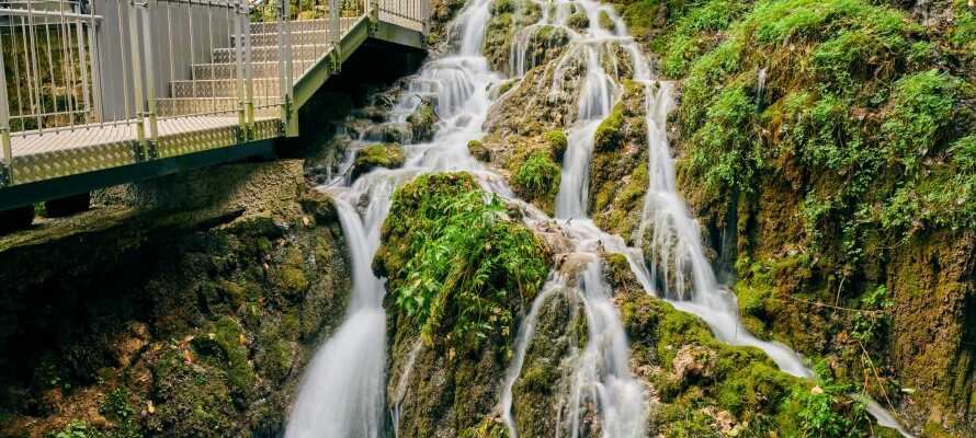 Fossefallet Cascata de Varone er fantastisk, og er en av mange severdigheter i området ved Gardasjøen.