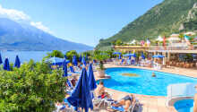 Hotellet har en indendørs -og to udendørs swimmingpools