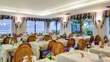 Hotellets hyggelige restaurant, hvor I kan nyde en dejlig morgenbuffet.