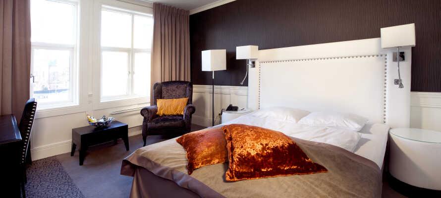 Hotellets rum är trevligt inredda och här sover ni gott under er vistelse