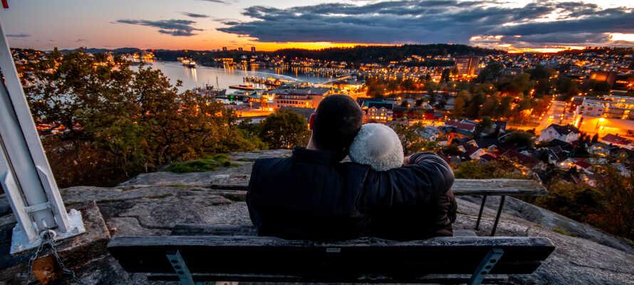 Dere bor sentralt i den vakre havnebyen Sandefjord, nær togstasjonen og byens nye torg.