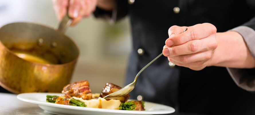 Hotellet er stolt af sit køkken, som giver jer ren nydelse i form af regionale specialiteter under opholdet.