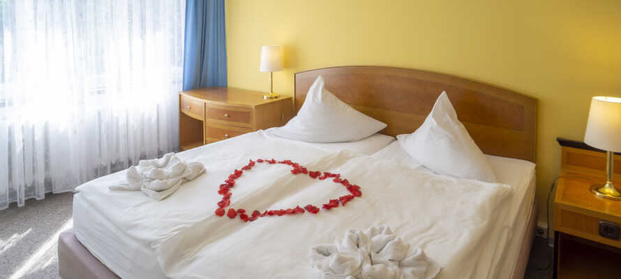 Här erbjuds ni en bekväm bas och god natts sömn i trivsamma hotellrum.