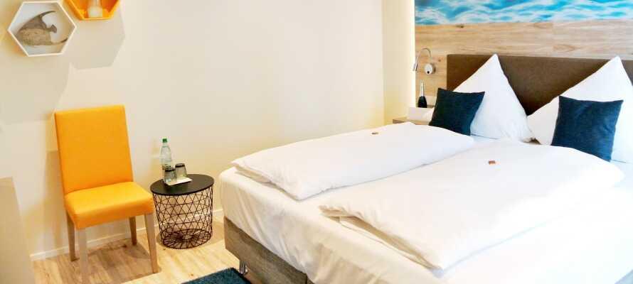 Hotellets bekväma rum är nyrenoverade och modernt inredda