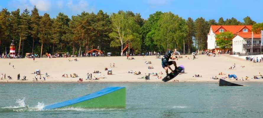 Utforsk hotellets mange aktivitetsmuligheter, som vannski, minigolf og wakeboarding (noen mot gebyr).