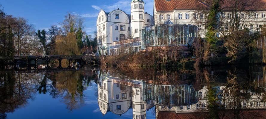 Kør en tur til Wolfsburg eller besøg vind- og vandmøllemuseet 'Gifhorn'.