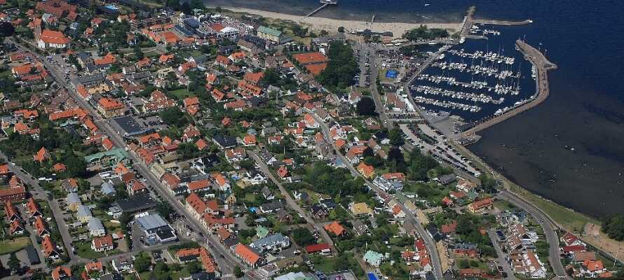 Den sjarmerende byen Båstad blir omtalt som en av de beste turistbyene i Skåne.