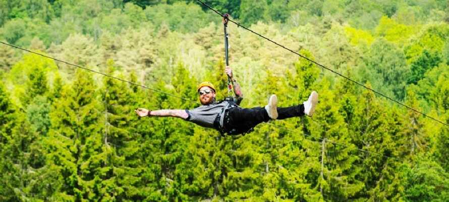 För den äventyrslystne som säker adrenalin kickar finns Kungsbygget Adventurepark