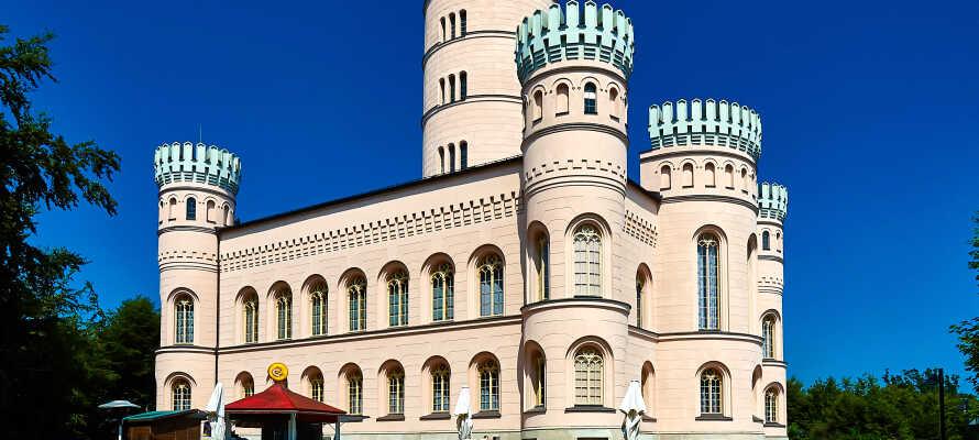 Auf der größten deutschen Insel gibt's Natur, Kultur (wie das Jagdschloss Granitz), Meer und Unterhaltung für Groß und Klein.