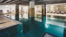 Hotellets udendørs swimmingpool indbyder også til badning om vinteren.