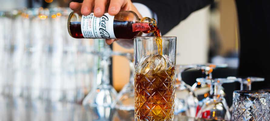 Opholdet inkluderer en velkomstdrink i baren, som også er det perfekte sted at runde en oplevelsesrig dag af.