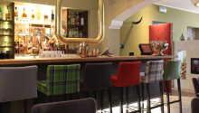 Hotellets vackra interiör utstrålar värme och bjuder in till avslappnande stunder