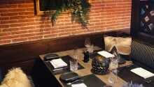 Hvert lokale er indrettet med stor sans for detaljen, og udstråler elegance og hjemlighed på en og samme tid.