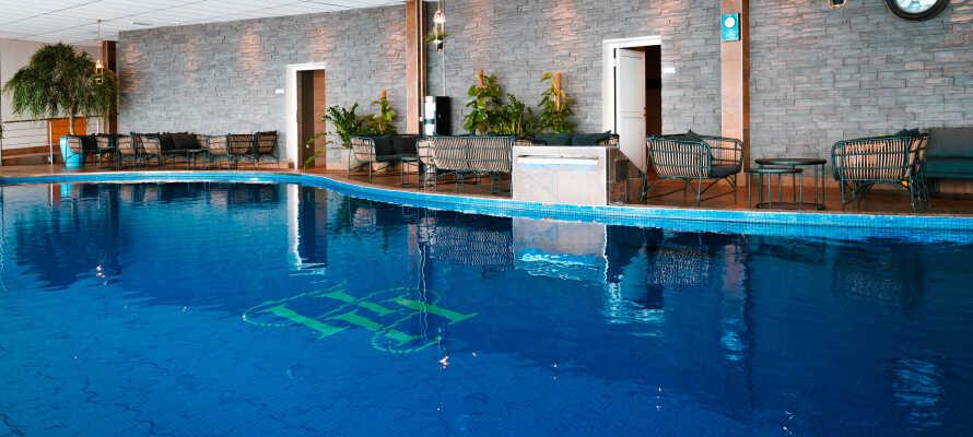 I relaxavdelningen hittar du en stor pool som håller 29 grader, 2 bubbelpooler som håller en behaglig uppvärmningstemperatur på 39 grader och en terrasspool.