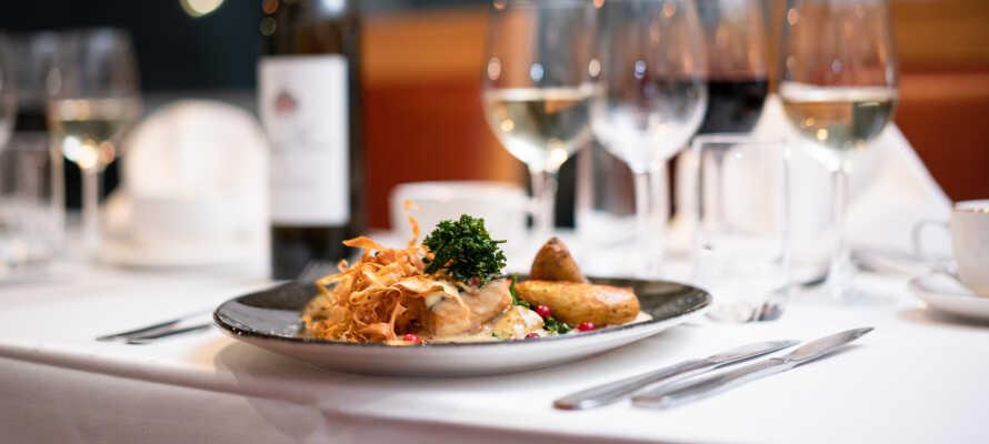 I restaurangen väntar fine dining med vin från den egna vinkällaren