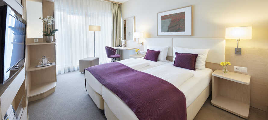 De flotte Superior værelser tilbyder en skøn udsigt over byen. Parkering er inkluderet i prisen når I booker et Superior værelse.