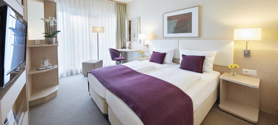 De flotte Superior rommene tilbyr en herlig utsikt over byen. Parkering er inkludert i prisen når dere bestiller et Superior rom.