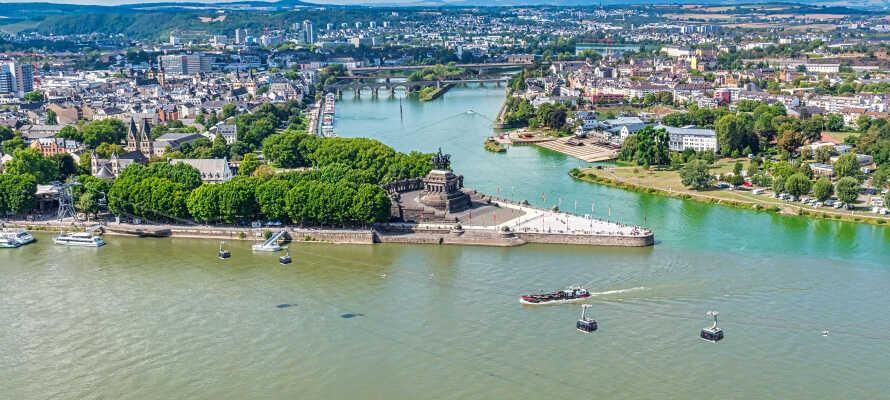 Besøg 'Deutsche Eck' - en landtange lige hvor Mosel løber ud i Rhinen - blot en kort gåtur fra hotellet.