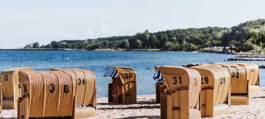 Passa på att besöka de vackra vita sandstränderna omkring Östersjön och Kielkanalen.
