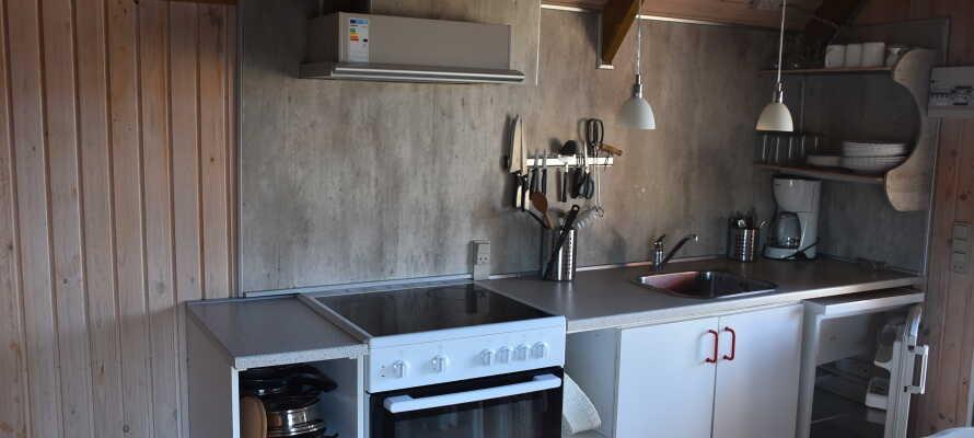 Alle hyttene har eget kjøkken med kjøkkenutstyr.