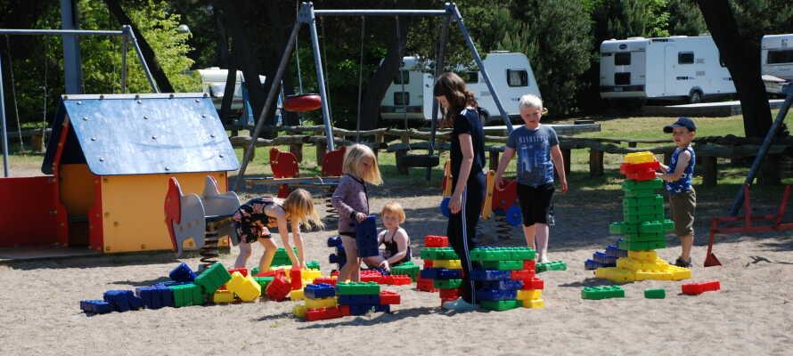 Under somrarna erbjuder campingen ett utbud av roliga aktiviteter för barn.