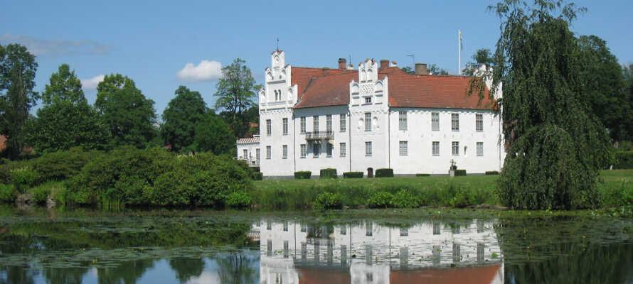 Besuchen Sie das Schloss Wånås, das heute vor allem für seine fantastischen Ausstellungen moderner Kunst bekannt ist.