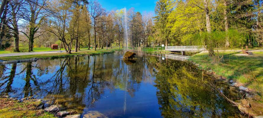 Der Bad Wörishofener Kurpark ist nur einen kurzen Spaziergang vom Hotel entfernt.