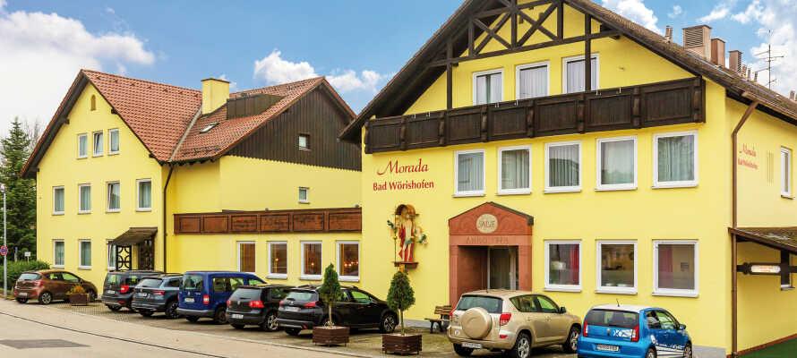 Das Morada Hotel Bad Wörishofen, in bayerischem Stil eingerichtet, liegt zentral und ist damit ein guter Ausgangspunkt für alle Aktivitäten.