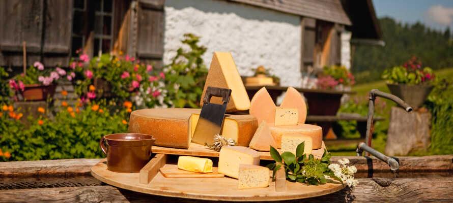 Allgäu er bl.a. kendt for alpeost og lægeurter, og tilbyder mange varierede gourmetoplevelser.
